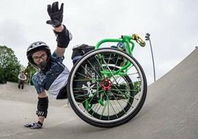Salto mortale in sedia a rotelle, stabilito record | Bravi Bimbi
