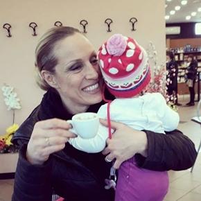 Annalisa Minetti insultata per la sua maternità